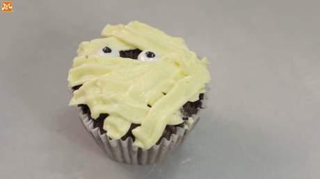 Hướng Nghiệp Á Âu - Học Làm Bánh Ngon: Cách làm bánh cupcake siêu đẹp cho mùa Halloween