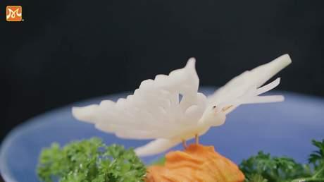 Hướng Nghiệp Á Âu - Nghệ Thuật Cắt Tỉa: Cắt tỉa dễ dàng con bướm bằng đu đủ