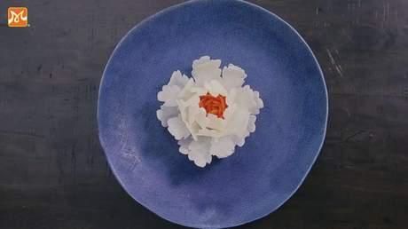 Hướng Nghiệp Á Âu - Nghệ Thuật Cắt Tỉa: Cắt tỉa hoa mẫu đơn bằng đu đủ cực đơn giản và cực đẹp