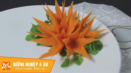 Hướng Nghiệp Á Âu - Nghệ Thuật Cắt Tỉa: Học cắt tỉa hoa ly nghệ thuật từ cà rốt
