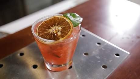 Hướng Nghiệp Á Âu - Học Pha Chế: Hướng dẫn pha chế cocktail basil berry margarita thần thánh