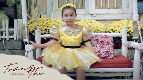 Bé Trang Thư - Bé Chúc Xuân