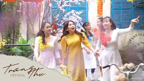 Bé Trang Thư - Tết Đón Xuân Về
