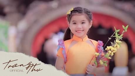 Bé Trang Thư - Suối Hoa