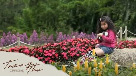 Bé Trang Thư - Cá Sấu Ghi-Nê