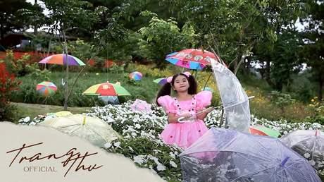 Bé Trang Thư - Chiếc Dù Xinh Xinh