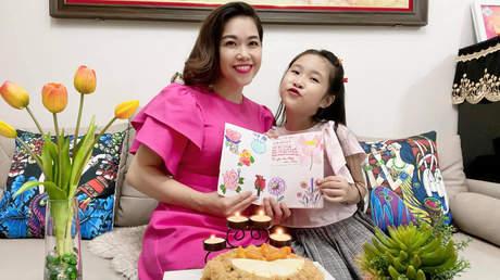 Mẹ Con Cùng Chơi - Tập 1: Một ngày ở nhà của gia đình bé Hồng Uyên Cherry